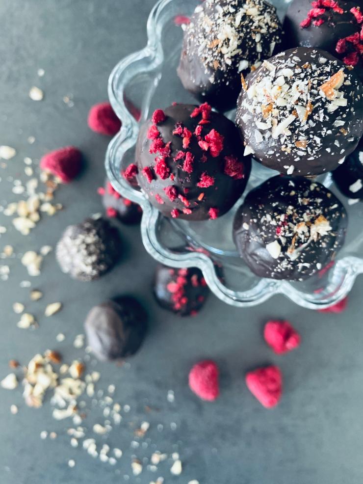 Healthy Chocolate Truffles Vegan and Sugarfree
