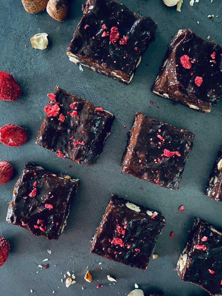 No-bake Brownies with Chocolate Sauce