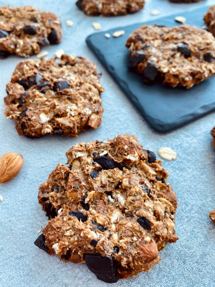 Banana oat cookies with almonds and chocolate